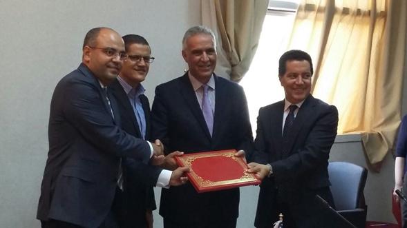 Lors de la cérémonie de la signature du mémorandum d'entente entre l'Université Hassan 1er, le CETEMCO et le Cluster EMC pour la réalisation du laboratoire