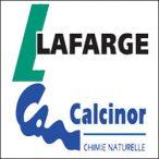 """<SPAN id=""""LAFARGE""""></SPAN>Lafarge Calcinor Maroc est une joint-venture détenue à 50/50 par Lafarge Maroc et la société espagnole Calcinor. L'usine de Tlat Loulad a été conçue selon les meilleurs standards internationaux. Sa capacité de production atteint 180 000 tonnes ce qui lui permet de répondre à la croissance de la demande en provenance des aciéries et de servir d'autres secteurs d'activités tels que l'assainissement de l'eau, la construction, etc."""